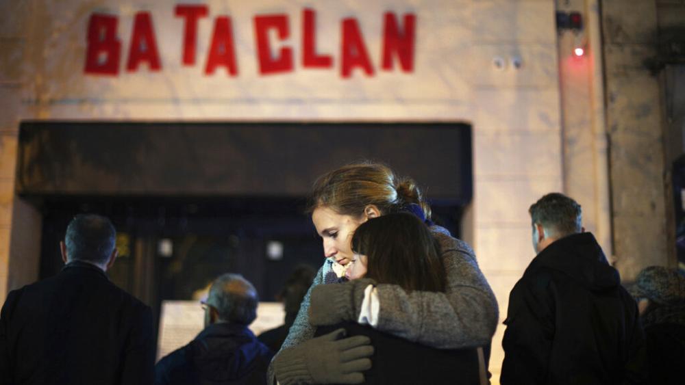 """L'attentato al Bataclan """"una messinscena"""": condannato per diffamazione"""